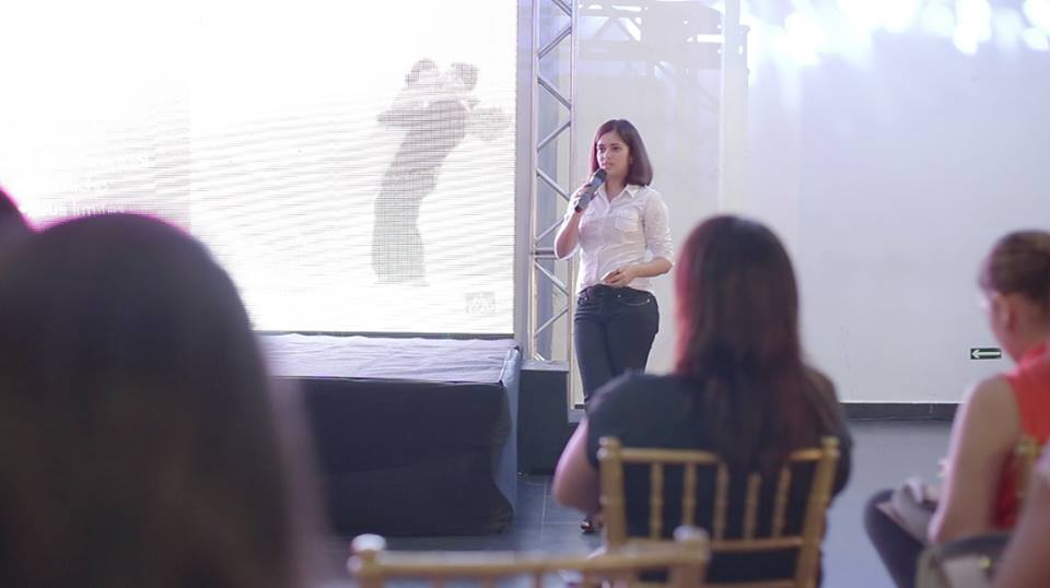 Palestra mídiais sociais para fornecedores de casamento, realizada por Fabiola Ferreira, do Pronta Para o Sim