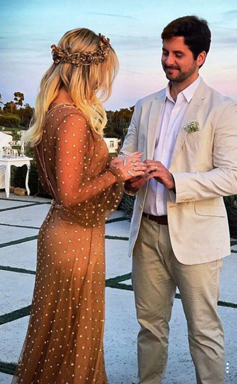Claudia leitte renova os votos de casamento em malibu for Renovar votos de casamento
