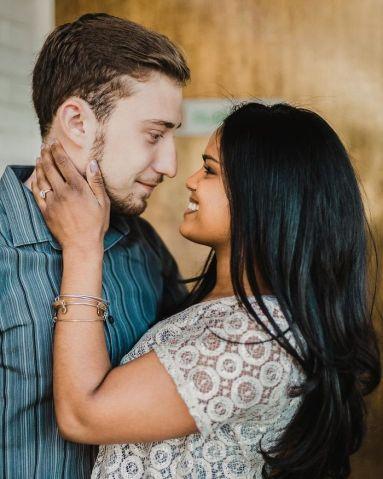 Matt e Laura amigos de infância se casam depois de 20 anos