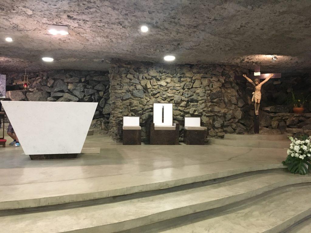 Gruta Nossa Senhora de Lourdes, em Alphaville, Barueri